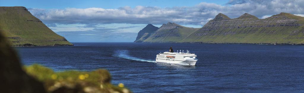 Ferri llegando a las Islas Feroe / Smyril Line